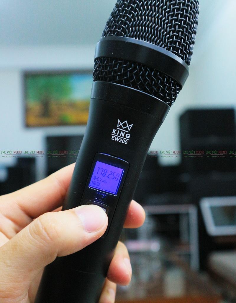 Màn hình trên tay mic