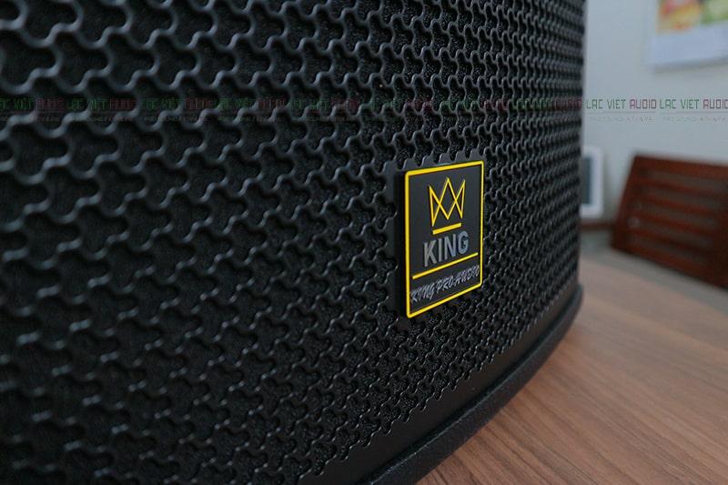 Chi tiết mặt lưới và logo King Pro Audio
