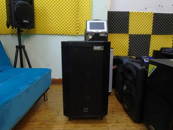 Loa karaoke có màn hình Sansui SA2-15