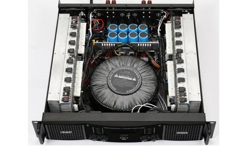 Bên trong cục đẩy công suất 4 kênh AAP STD6004
