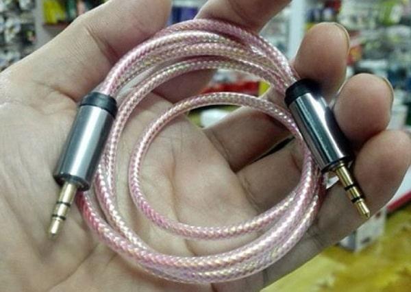 Jack kết nối từ cổng aux trên amply ra các thiết bị