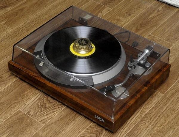 Ngõ phono dùng để kết nối với đầu đĩa than
