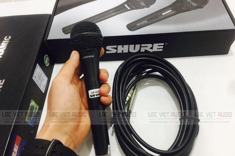 Micro Shure có dây có khả năng lọc âm chuẩn, chống hú cực tốt