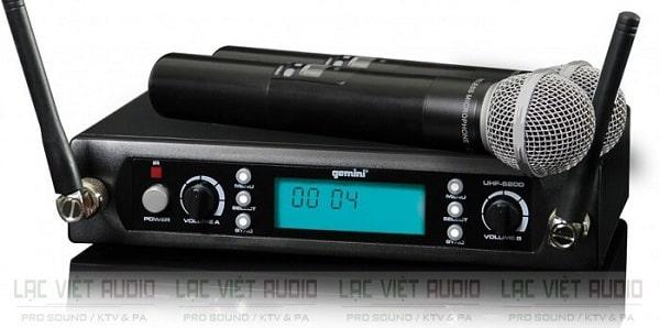 Ưu điểm của micro không dây sử dụng sóng VHF là gì?