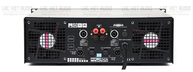 Mặt sau cục đẩy công suất AAP STD18002 được trang bị cổng kết nối đa dạng