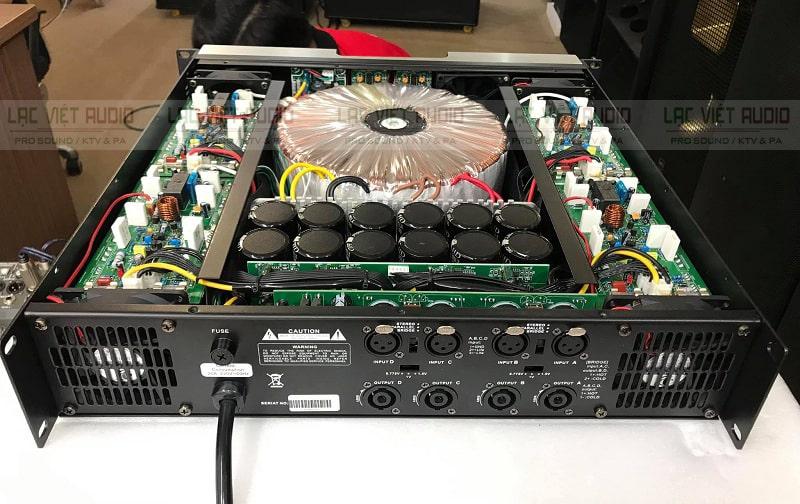 Phía sau đẩy ATI 800 có các cổng kết nối tiêu chuẩn