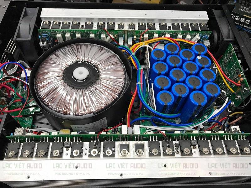 Bên trong cục đẩy ATI A-1600Plus