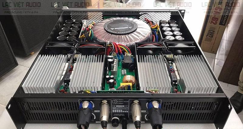 Phía sau ATI 8200 được trang bị các cổng kết nối tiêu chuẩn