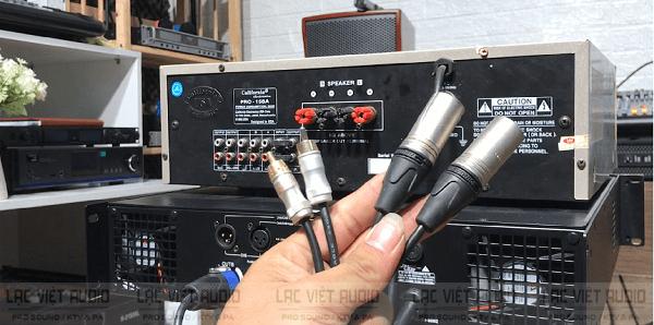 Chuẩn bị dây tín hiệu để thực hiện cách đấu cục đẩy âm thanh với amply
