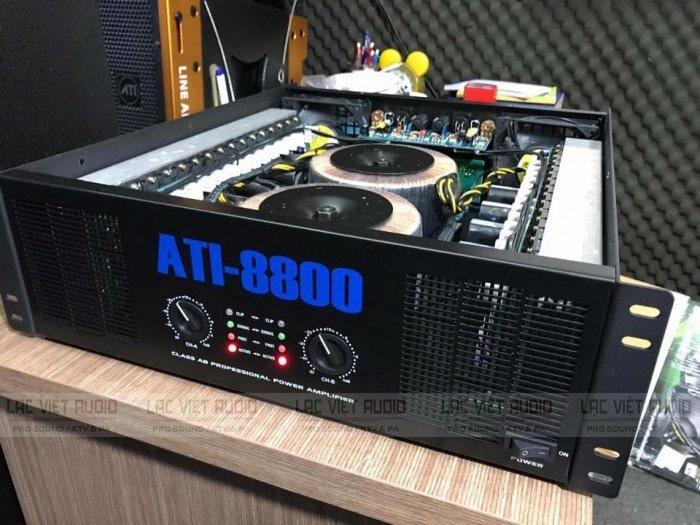 Main ATI 8800 được tích hợp thêm 2 quạt tản nhiệt lớn bên trong