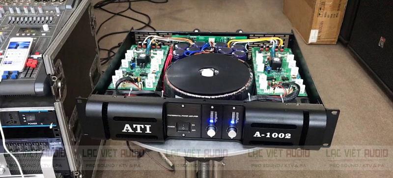 Bên trong cục đẩy ATI A1002 là hệ thống linh kiện chất lượng