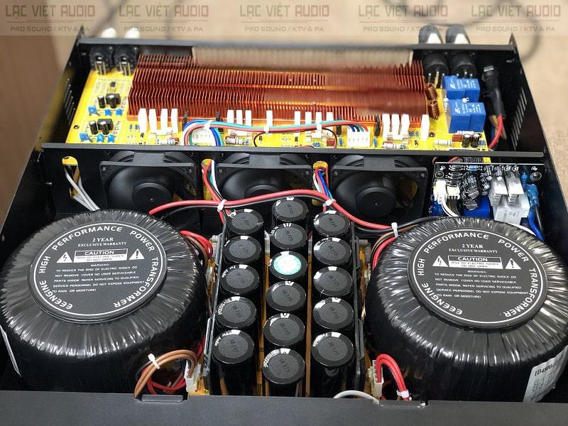 Bên trong của cục đẩy ATI 8550