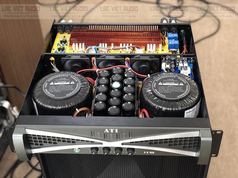 Bên trong ATI A8550 sở hữu nhiều linh kiện chất lượng