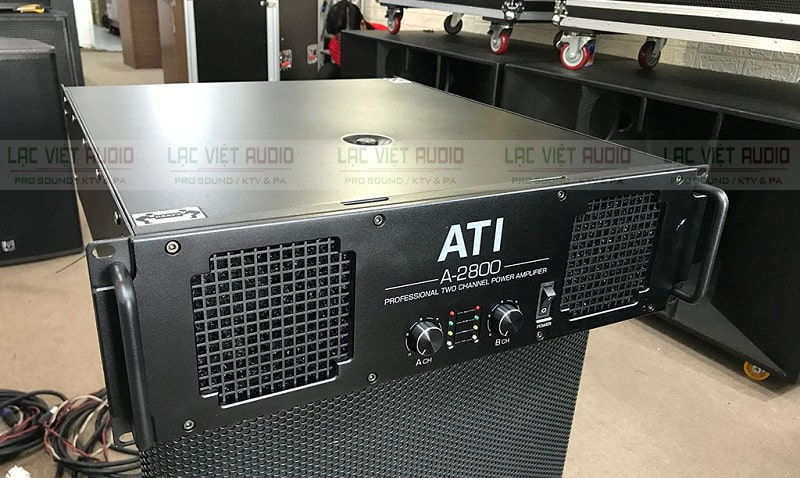 Phía trước ATI A-2800 có vỉ tản nhiệt thông minh