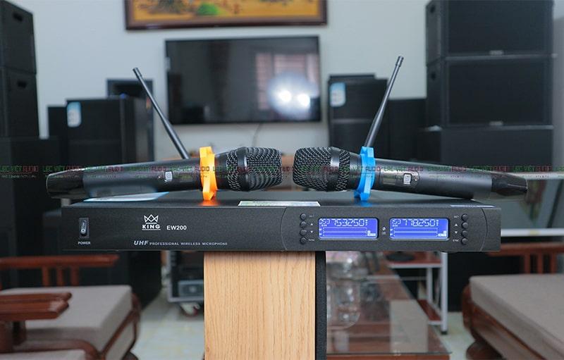 Micro không dây KING EW-200 phát huy tối đa khả năng thu âm thanh trong khoảng 15cm