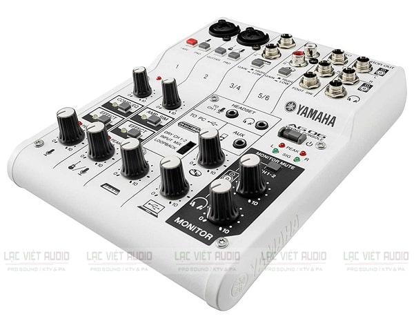 Mixer mini có reverb Yamaha AG06