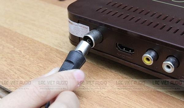 Hướng dẫn cách kết nối micro với tivi thường