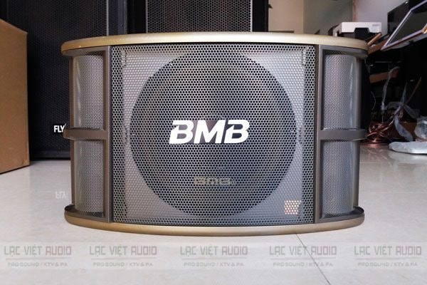 Loa karaoke BMB chính hãng có thiết kế đẹp mắt, sang trọng