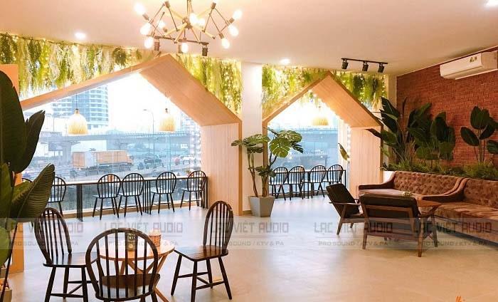 Loa âm trần JBL sử dụng cho quán cafe