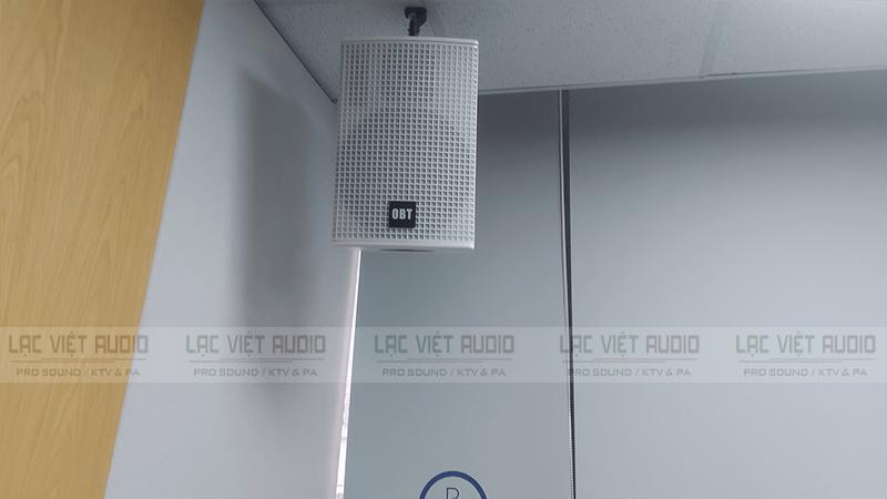 Loa treo tường OBT có nhiều ưu điểm như: công suất lớn, chất âm rõ ràng trung thực,..