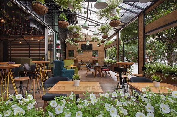 Dàn âm thanh cho quán cafe sân vườn ngày càng được sử dụng phổ biến