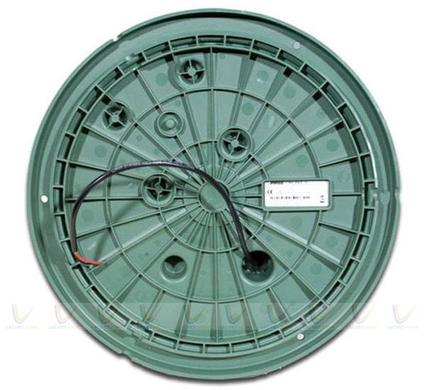 Mặt đáy loa có 3 rãnh dây cùng hệ thống bắt vít cố định khi lắp đặt