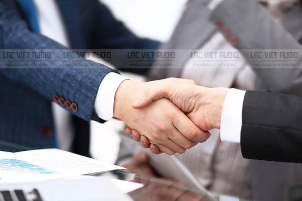 Ký kết hợp đồng thuê dịch vụ