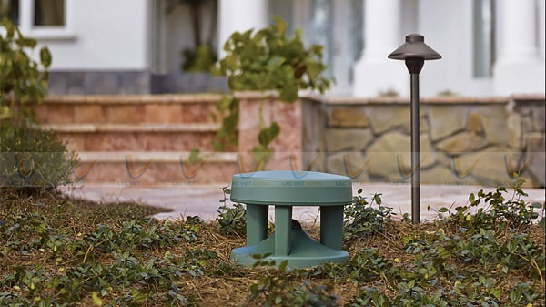 Loa Bose FreeSpace 360P Series II được sử dụng cho các sân vườn biệt thự