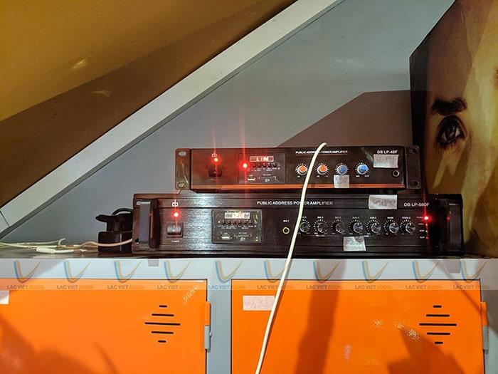 Hai chiếc amply bluetooth cao cấp được đặt ở tầng 1 giúp quản lý toàn bộ hệ thống