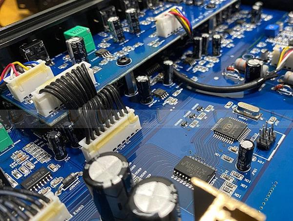 Vang T8 Pro trang bị mạch chống hú thế hệ mới