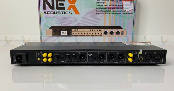 Mặt sau của vang NEX FX-9 Plus có đầy đủ các cổng kết nối
