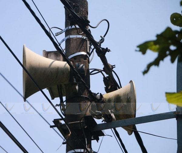 Loa phát thanh thường gặp trên các cột điện của xã, phường