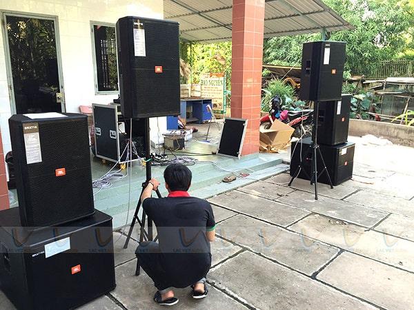 Loa thùng sân khấu đảm nhận chức năng tái tạ âm thanh phát tới tai người nghe