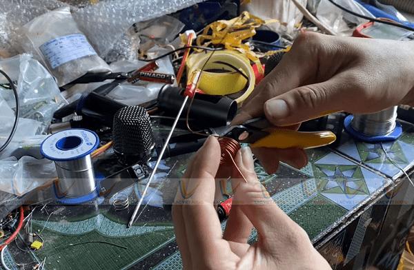 Cắt đoạn thừa của cuộn dây sau quấn