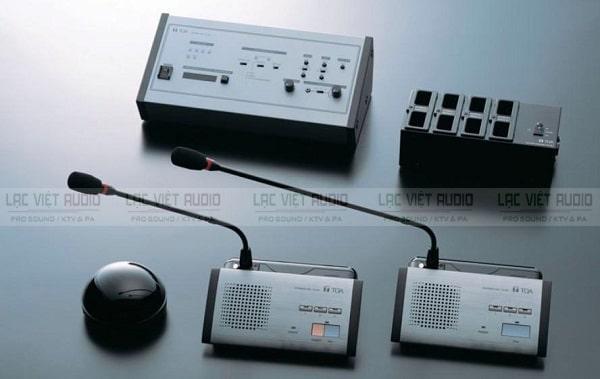 Micro và amply là hai thiết bị quan trong trong hệ thống phòng họp
