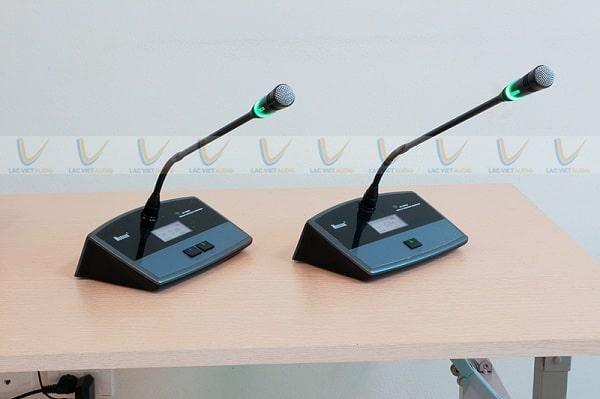 Nên chọn mua micro hội thảo có dây hay không dây tùy theo nhu cầu thực tế của bạn